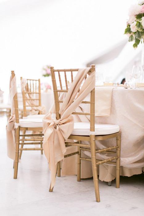 Декорируем стулья на свадьбу