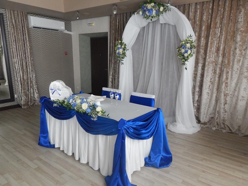 Декор президиума на свадьбу